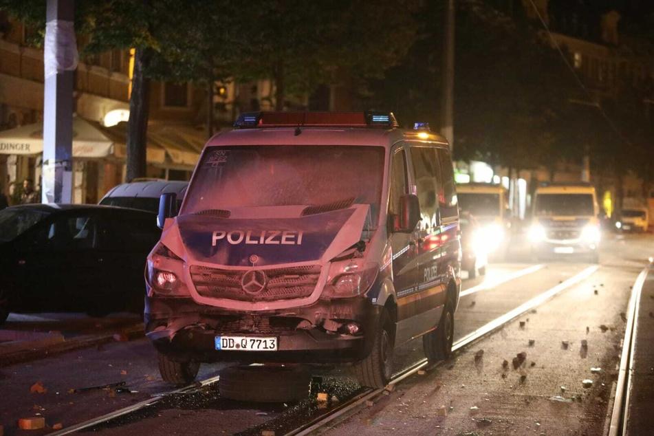 In zwei aufeinanderfolgenden Nächten war es in Leipzig zu gewalttätigen Ausschreitungen gekommen. Mehrere Polizeibeamte sollen dabei verletzt worden sein.