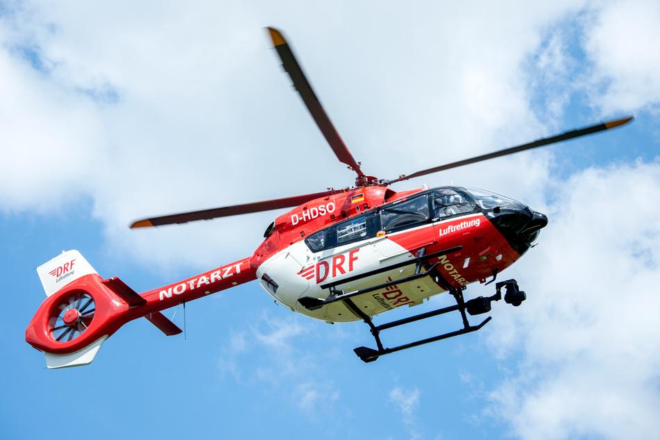 Eine 34 Jahre alte Frau ist im Kyffhäuserkreis nach einem Unfall durch den Wald geirrt. Sie wurde unter anderem per Hubschrauber gesucht. (Symbolbild)