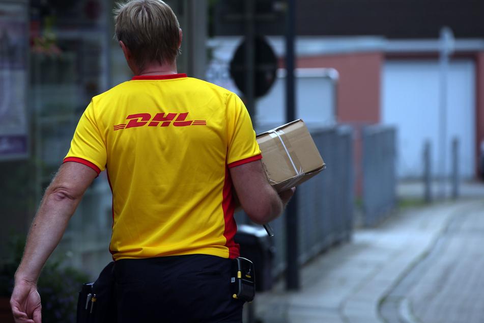Damit der Paketbote Euer Päckchen mitnimmt, solltet Ihr bei der Frankierung einiges beachten.