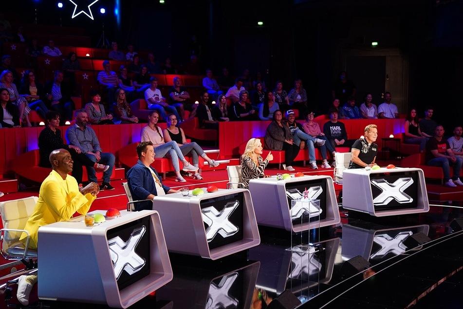 Die Supertalent-Jury (v.l.n.r.): Bruce Darnell, Chris Tall, Evelyn Burdecki und Dieter Bohlen.