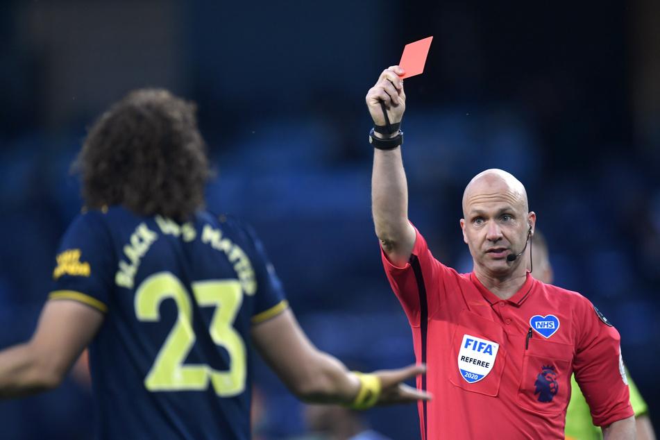 """Neue Fußball-Regel: Wegen """"absichtlichen Hustens"""" gibt's bald die Rote Karte"""