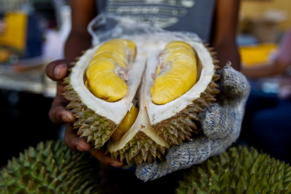 In dem Paket befand sich eine Durian oder auch Stink- beziehungsweise Kotzfrucht genannt.