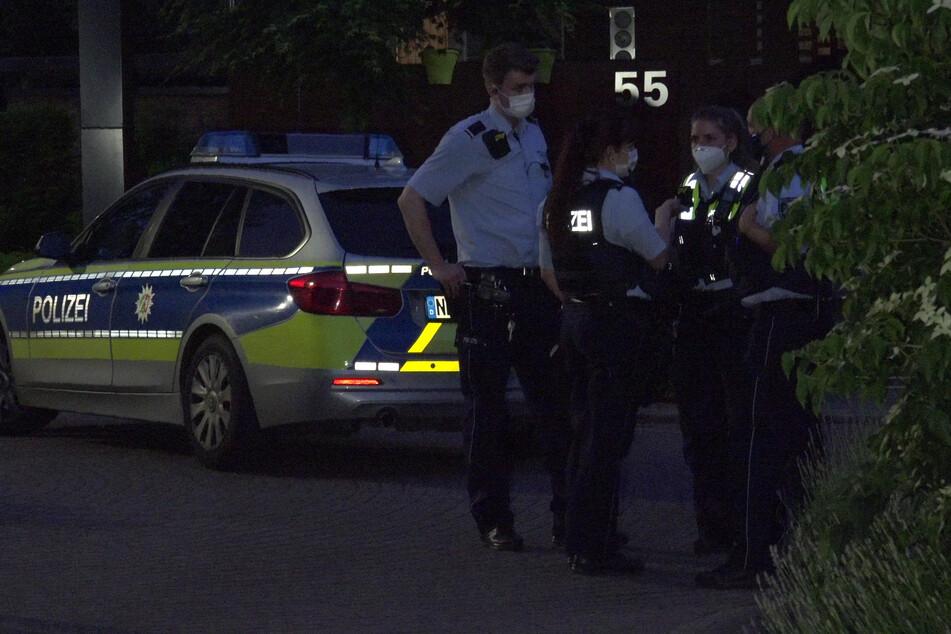 Am Donnerstagabend ist es an der Heinrich-Heine-Straße aus ungeklärter Ursache zum handfesten Streit zwischen den beiden Gruppen gekommen.