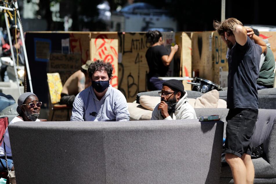 """Polizei beginnt mit Räumung von """"autonomer Zone"""""""