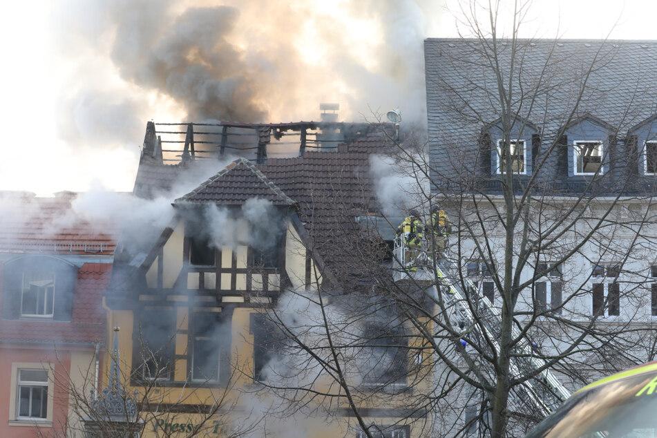 Das Wohn- und Geschäftshaus in Weida im Landkreis Greiz wurde durch die Flammen komplett zerstört.