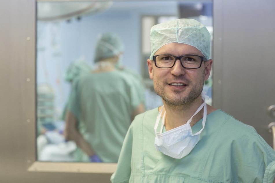 Professor Doktor Martin Lacher hat als Chef der Kinderchirurgie schon viele junge Patienten auf dem OP-Tisch gehabt, die ohne Helm auf dem Fahrrad unterwegs gewesen waren.