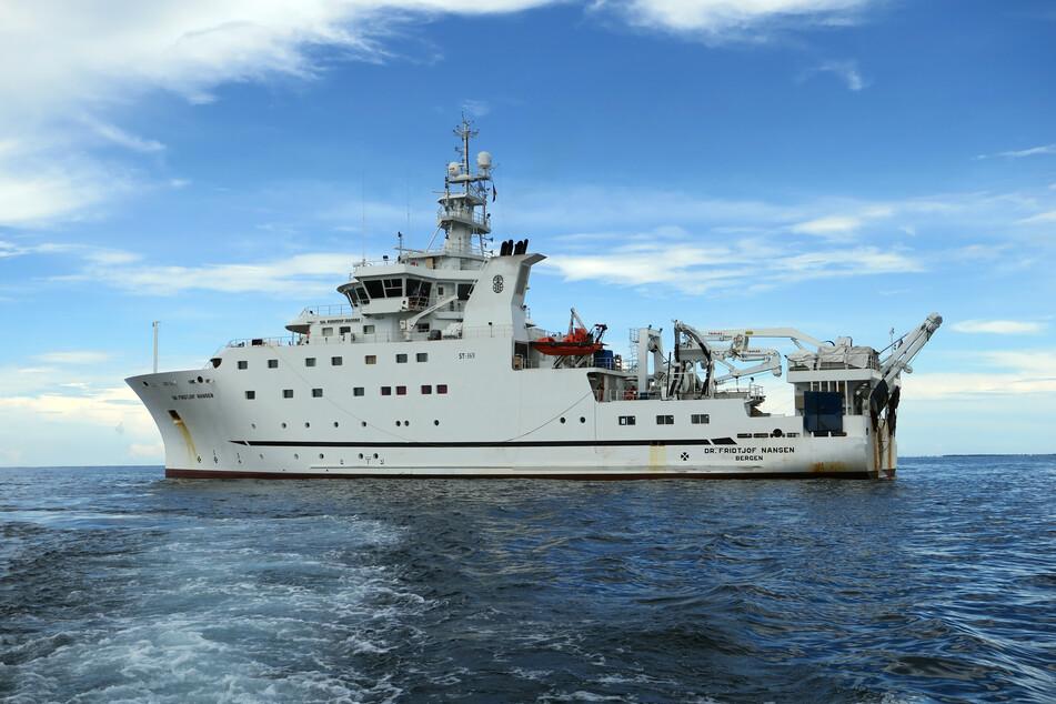 Das Forschungsschiff Dr. Fridtjof Nansen liegt vor der Küste Mosambiks.