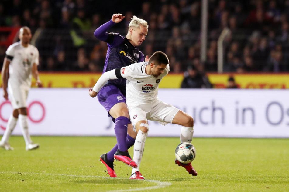 Dimitrij Nazarov (30, r.) gegen Osnabrücks Niklas Schmidt (22) - dieses Duell könnte es am Freitag im Stadion an der Bremer Brücke wieder geben. Im Februar 2020 trennten sich beide Teams dort 0:0.