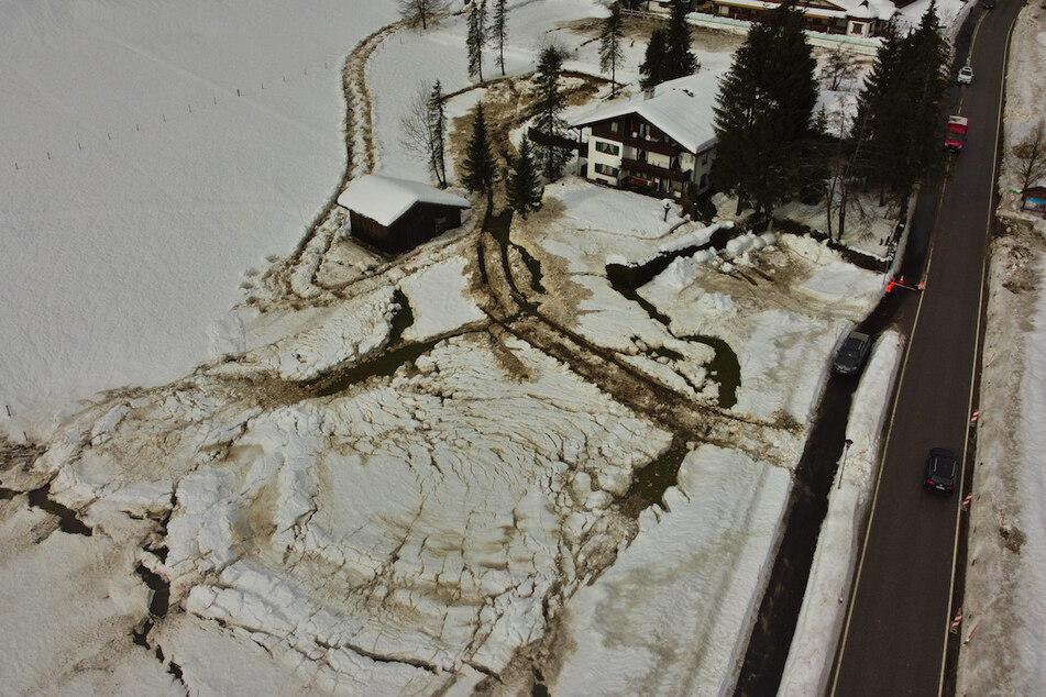 Hochwasser & Schnee: Turbulentes Wetter hält Feuerwehr auf Trab