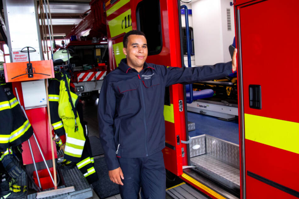 Joshua Grasmüller (19) hat nach seinem Schulabschluss eine Ausbildung bei der Feuerwehr angefangen.