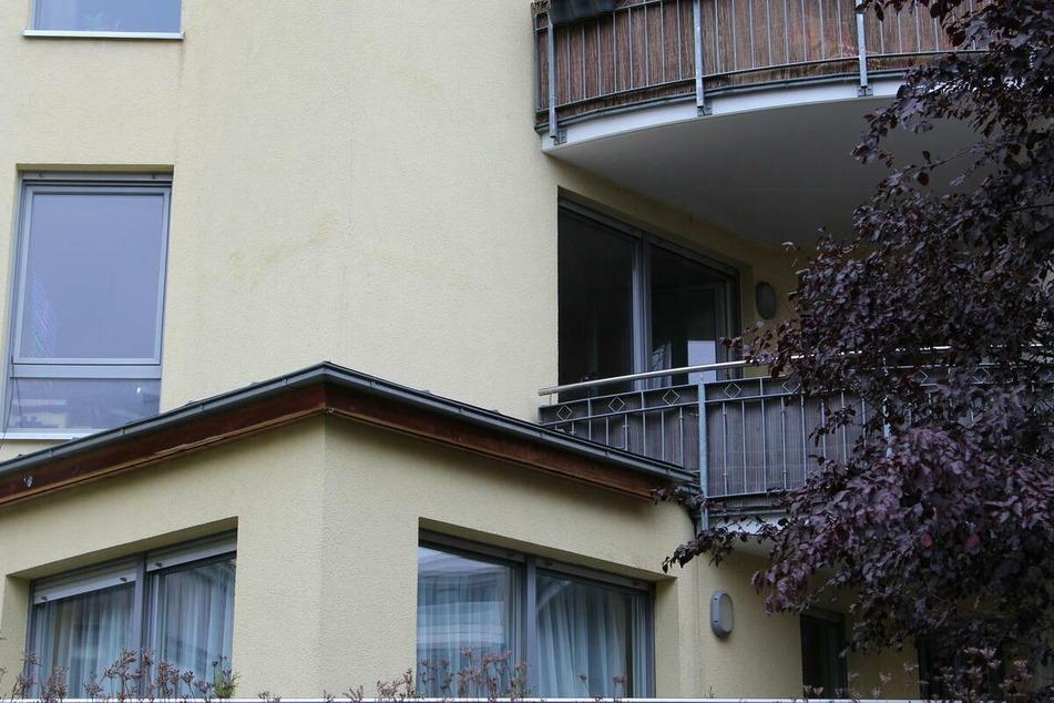In dieser Wohnung eines Mehrfamilienhauses an der Alexanderstraße sicherten die Ermittler zahlreiche Beweise, die letztlich den Haftbefehl begründeten.