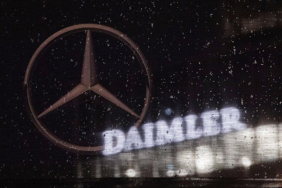 Die Coronavirus-Krise hat bei Daimler auch unter dem Strich für einen herben Gewinneinbruch gesorgt und den Autobauer nur knapp an einem Verlust vorbeischrammen lassen. (Archivbild)