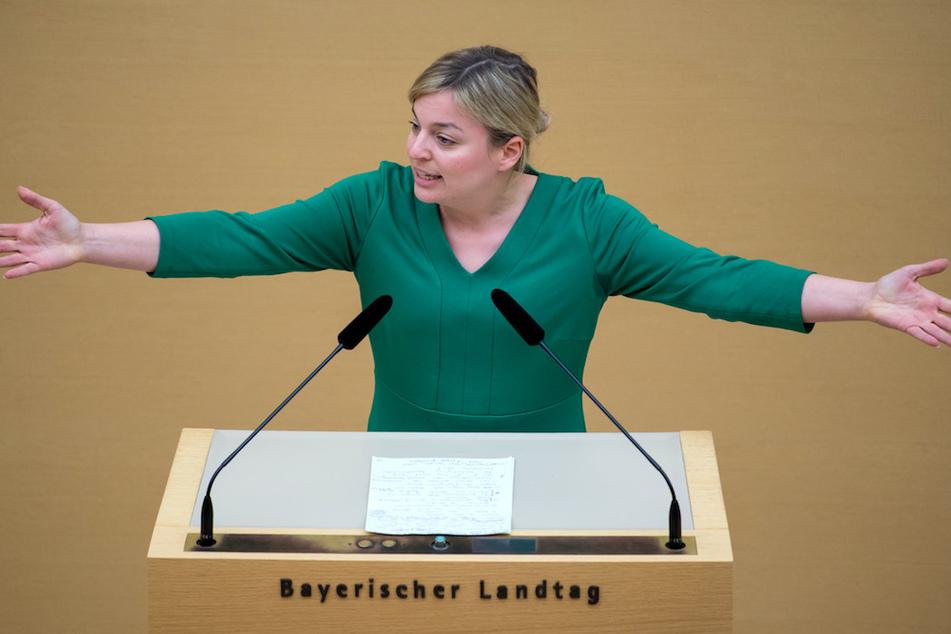 Katharina Schulze, Fraktionsvorsitzende der Fraktion Bündnis 90/Die Grünen, spricht im bayerischen Landtag während einer Plenarsitzung. (Archivbild)