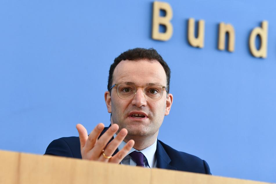 Jens Spahn (CDU), Bundesgesundheitsminister, spricht auf einer Pressekonferenz zur aktuellen Lage bei der Bekämpfung des Coronavirus.