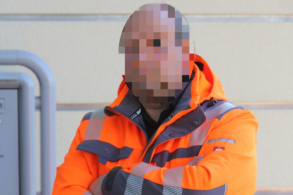 Bauarbeiter Mario M. (51) ist stocksauer. Seiner Meinung nach, wurde rüde mit dem Schäferhund umgegangen.