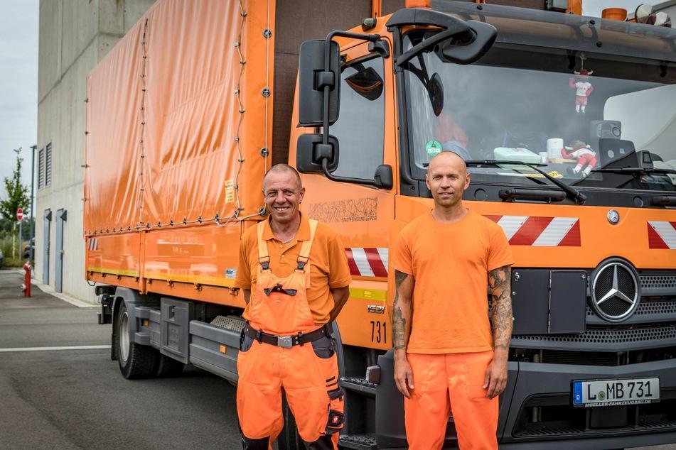 Zwei Mitarbeiter der Stadtreinigung Leipzig fuhren am Mittwoch mit Equipment nach Ahrweiler.