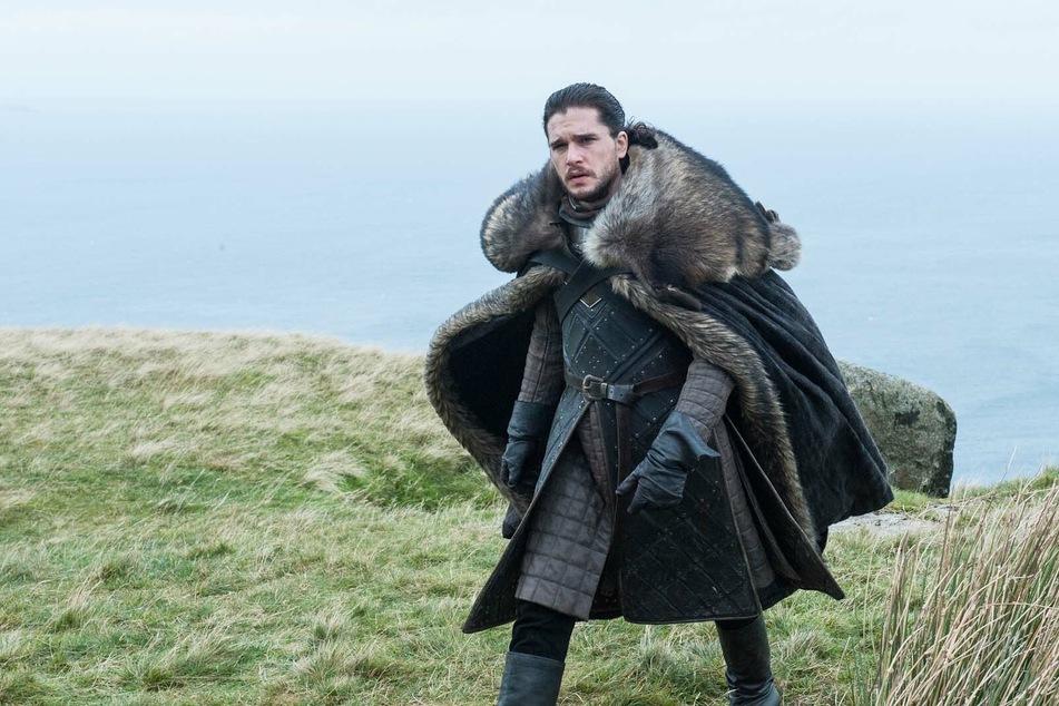 """Gleich zwei """"Game Of Thrones""""-Stars spielen mit: Kit Harington (34, im Bild als Jon Schnee) und """"Robb Stark""""-Darsteller Richard Madden."""
