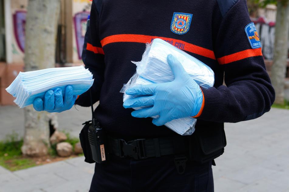 In Paris sollen 2 Millionen Schutzmasken kostenlos verteilt werden. (Symbolfoto)