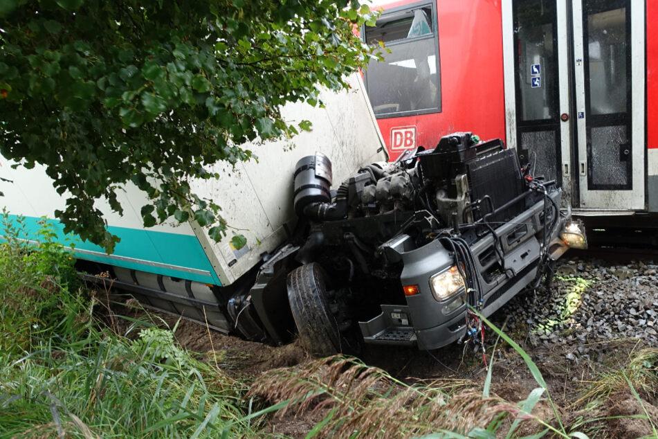 Nach Zusammenstoß mit Laster: Bahnstrecke wieder frei