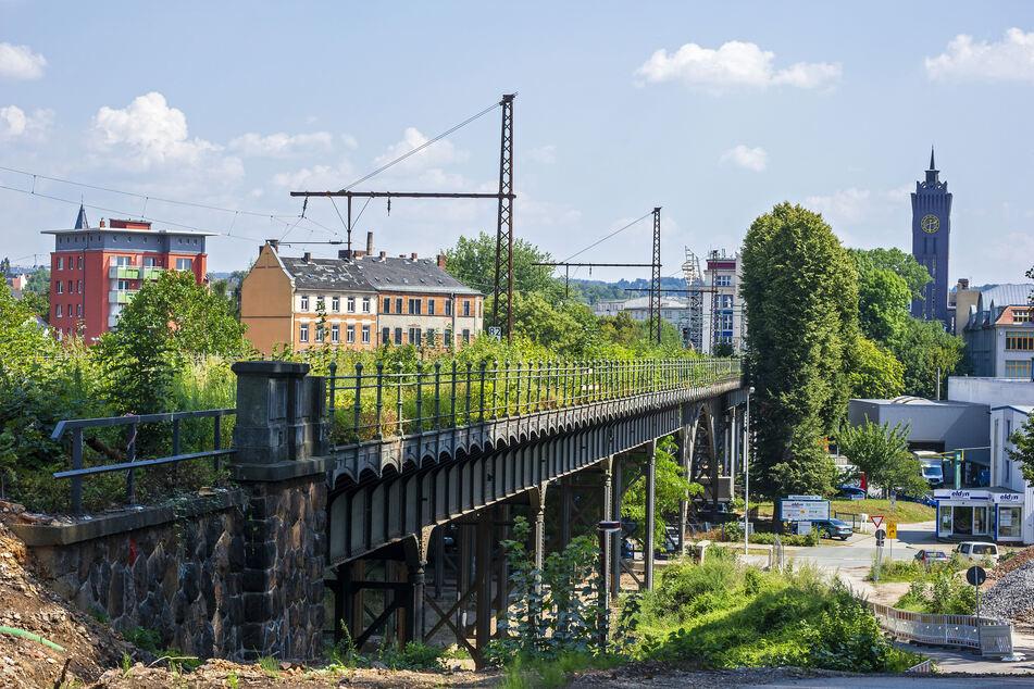Das Chemnitzer Eisenbahn-Viadukt wird bis 2024 für rund 50 Millionen Euro komplett saniert und behält seine tragende Funktion.