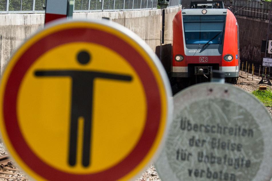 In einer Münchner S-Bahn ist es zu einer Attacke auf eine DB-Mitarbeiterin gekommen. (Symbolbild)