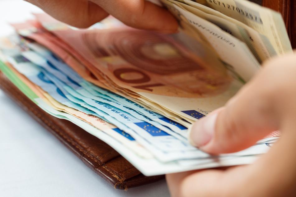 Privathaushalte in NRW hatten 2019 im Schnitt ein Nettoeinkommen von 3401 Euro im Monat zur Verfügung.
