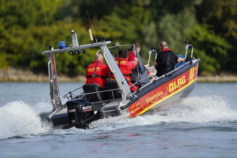 Frau fährt in den Rhein, BMW wird von Strömung erfasst