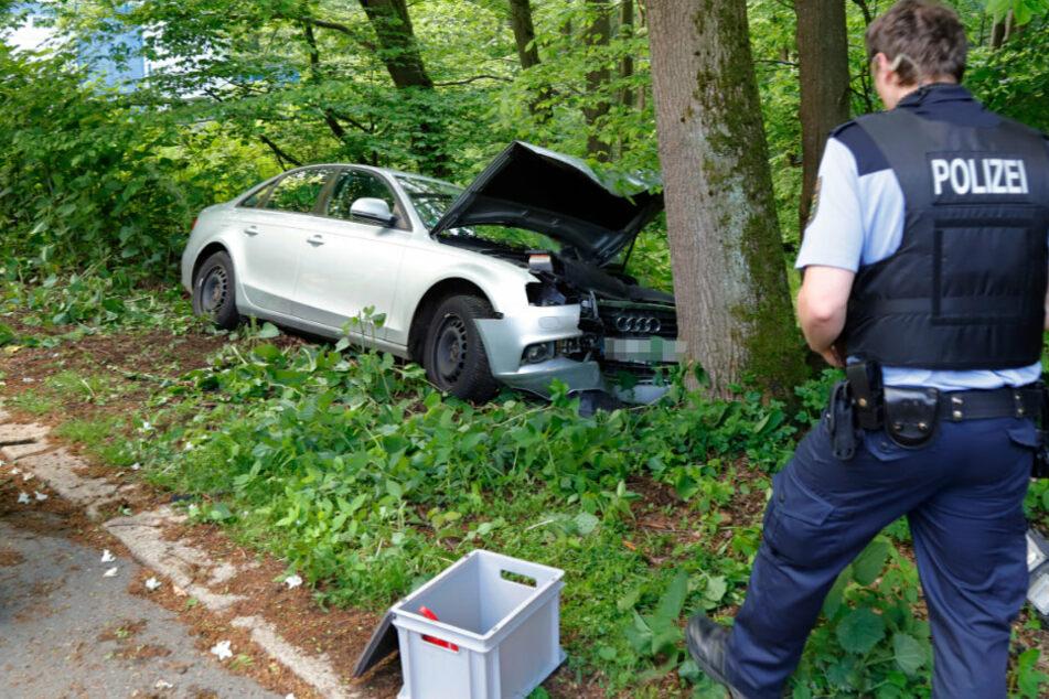 Suff-Unfall mit 1,8 Promille! Audi-Fahrerin kracht gegen Baum
