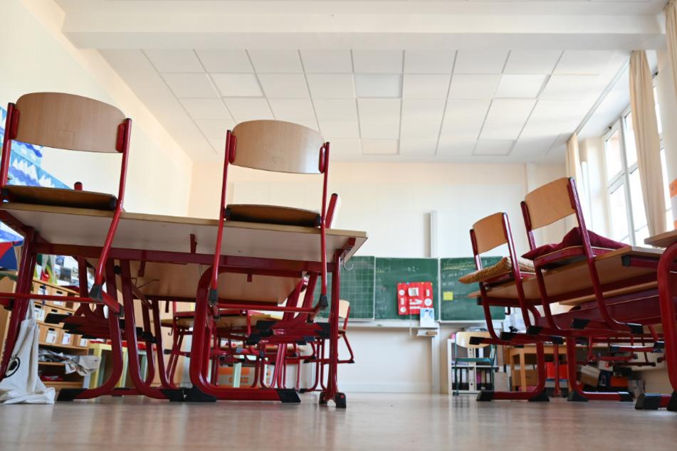 Erst nach den Sommerferien wird wohl der Unterricht an Grundschulen in Hamburg wieder normal ablaufen. (Symbolbild)