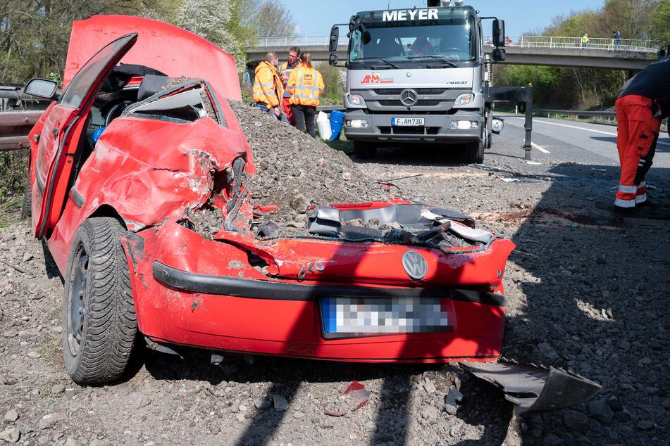 Zwei Personen wurden bei dem Unfall auf der B3 bei Bad Vilbel verletzt.