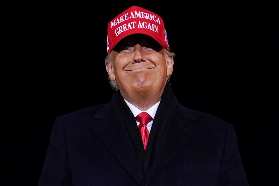 Donald Trump ist nur noch knapp zweieinhalb Wochen lang US-Präsident, seine Tweets mit fragwürdigen Behauptungen schlagen aber immer noch hohe Wellen.