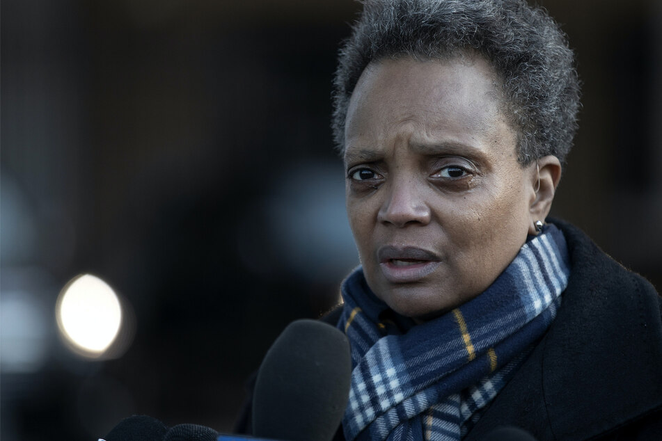Police raid wrong home and handcuff naked woman, Chicago mayor denies prior knowledge