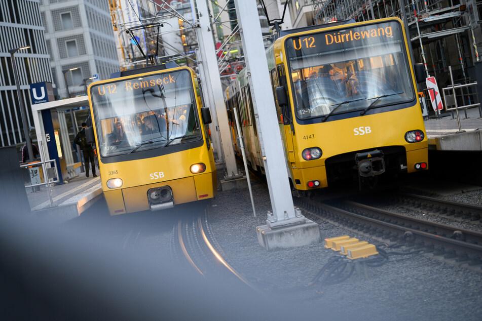 Bahnen der SSB an einer Haltestelle in Stuttgart. Am 18. und 19. September kann man in der Landeshauptstadt kostenfrei Bus und Bahn nutzen.