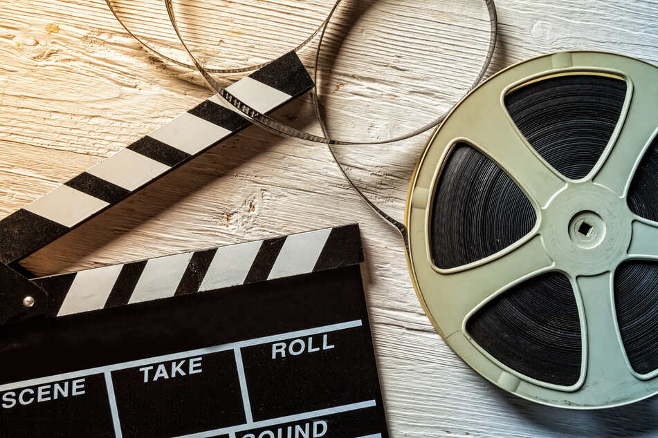 Warner Bros to stream 2021 films online, alongside cinemas
