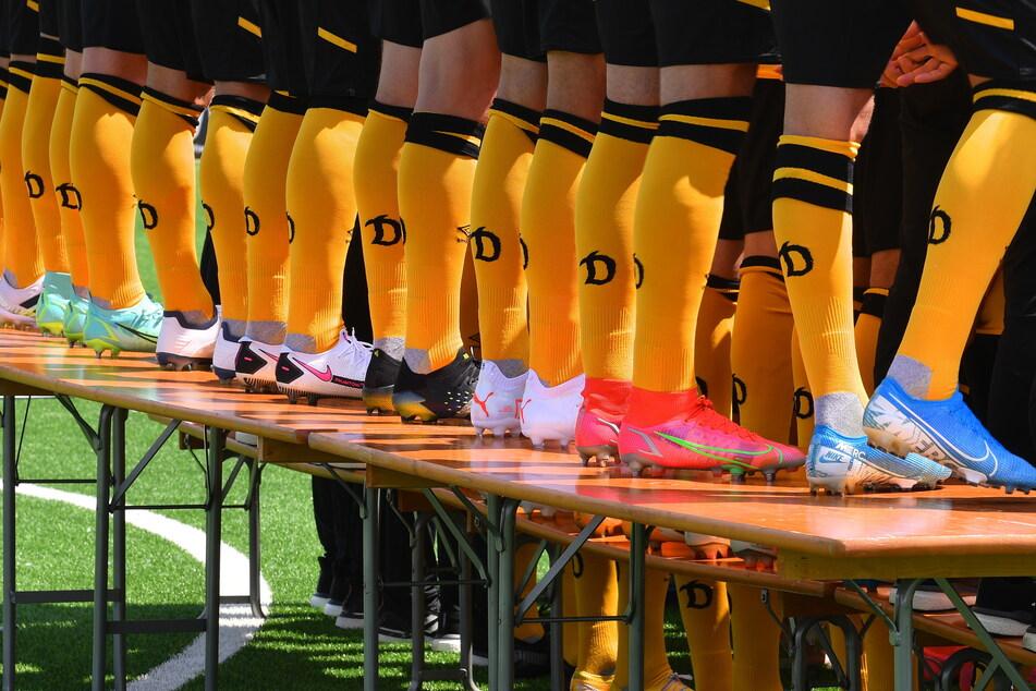 Zeigt her eure Schuhe: Blau, Pink, Weiß, Schwarz, Neongrün - bei den Töppen sind die verschiedensten Farben vertreten.