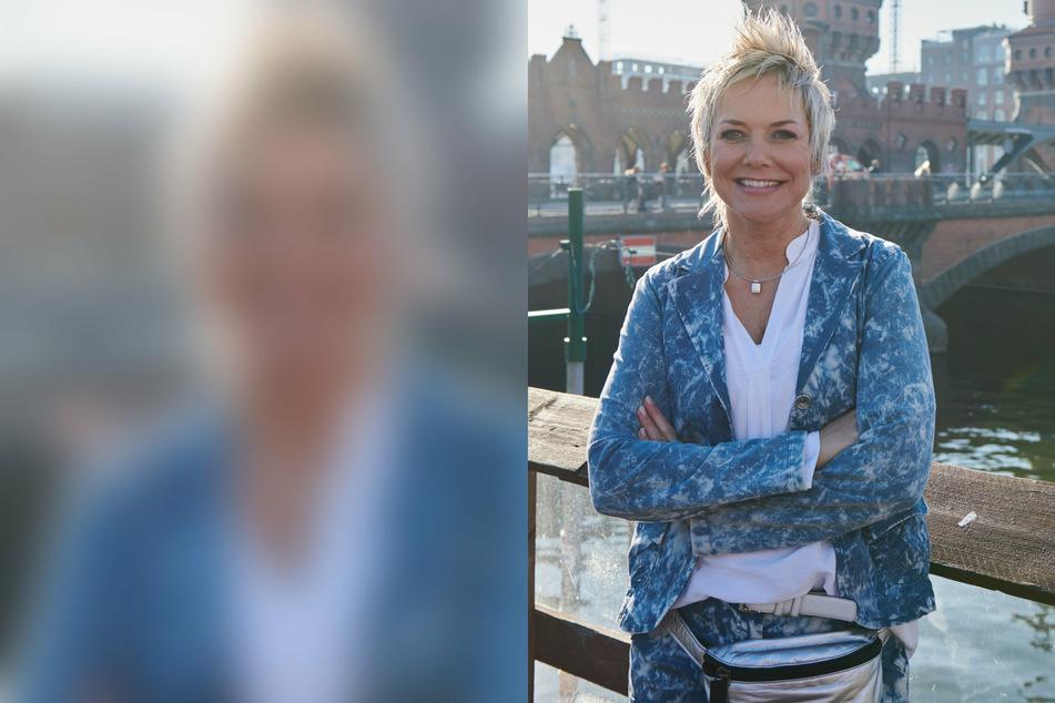Moderatorin Inka Bause (52) steht im Februar 2019 vor der Oberbaumbrücke in Berlin. (Archivbild)