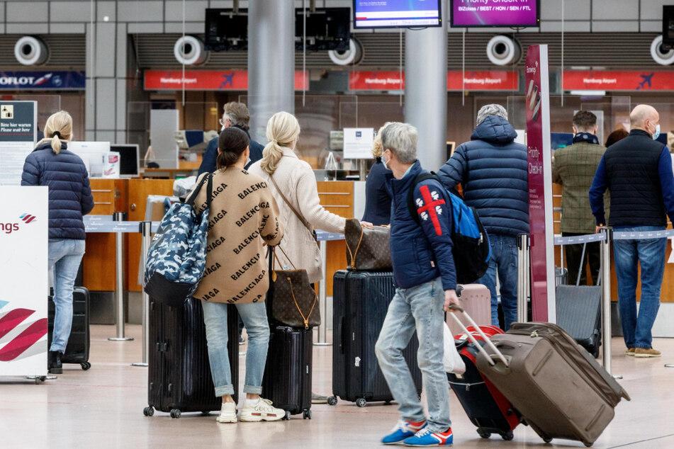 Kaum war Mallorca von der Liste der Risikogebiete gestrichen, hoben die ersten Passagiere in Hamburg in Richtung Balearen ab.