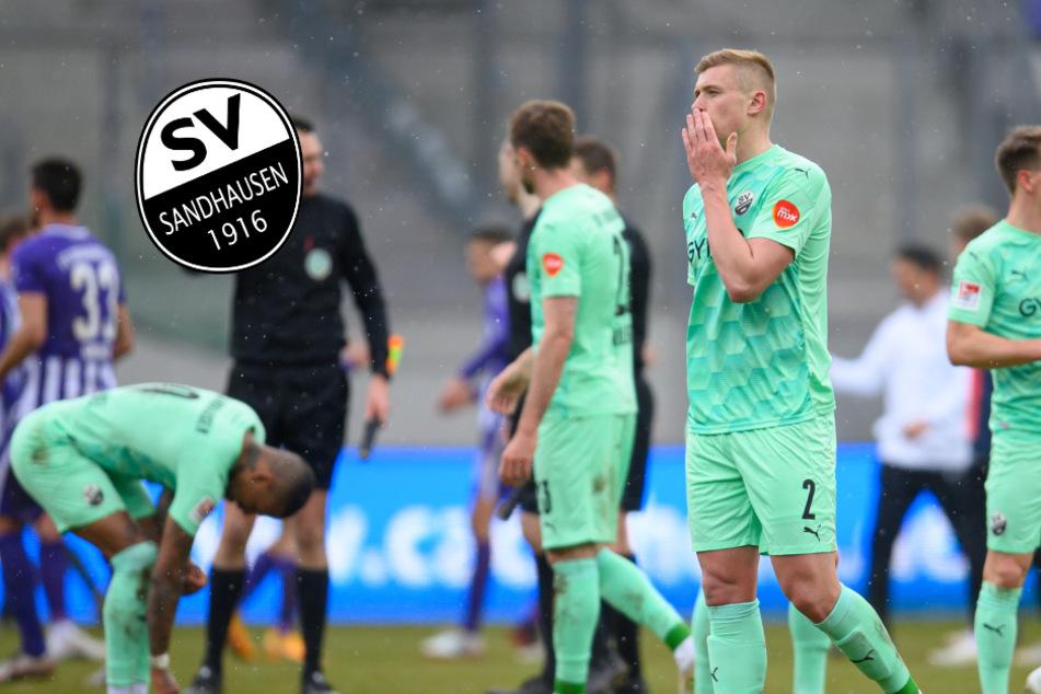 Sandhausens Aleksandr Zhirov (vorn) enttäuscht nach einer Niederlage. Den vielen Profis droht ein Terminengpass in der 2. Bundesliga.