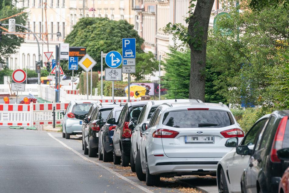 """Kleine Hoffnung für Kaßberger: An den aktuell stillgelegten Haltestellen """"Leonhardtstraße"""" und """"Henriettenstraße"""" darf übergangsweise geparkt werden."""