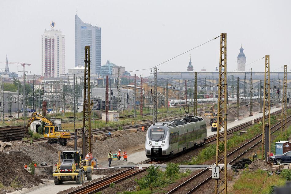 Die Bahnstrecken zwischen Leipzig und Merseburg sowie Leipzig und Gera sollen bis 2035 ausgebaut werden. (Symbolbild)