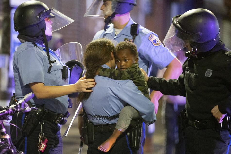 US-Polizisten töten mit Messer bewaffneten Schwarzen