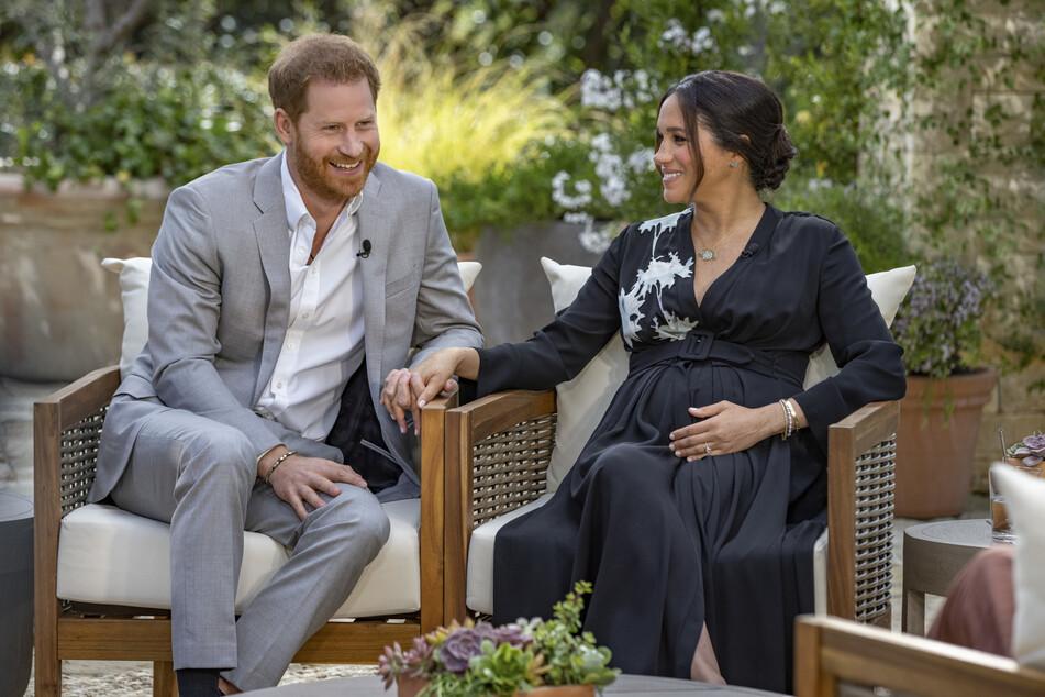 Prinz Harry (36) und die schwangere Herzogin Meghan (39) gaben der US-Talkmasterin Oprah Winfrey (67) ein spannendes Interview und machten dem britischen Königshaus einige brisante Vorwürfe.