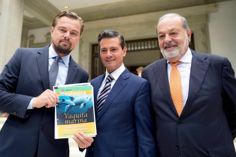 Hollywood-Star Leonardo DiCaprio (l.) sprach mit dem damaligen mexikanischen Präsidenten Enrique Pena Nieto (M.) und dem Milliardär Carlos Slim über die Rettung der Vaquitas.