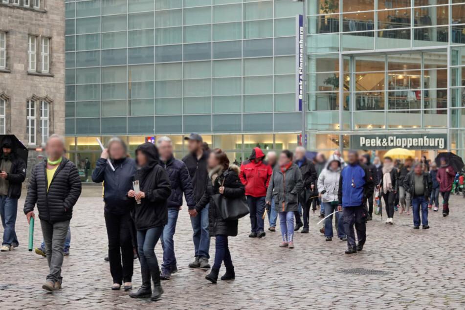 In Chemnitz waren etwa 100 Teilnehmer beim Montagsspaziergang dabei.