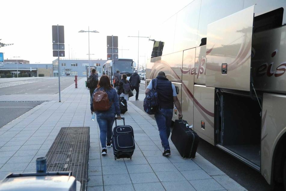Am Donnerstagabend sind die ersten Erntehelfer in Leipzig angekommen.