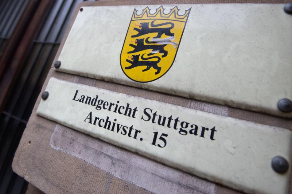 Ab diesem Mittwoch muss sich ein 70-Jähriger wegen Mordes vor dem Stuttgarter Landgericht verantworten. (Symbolbild)