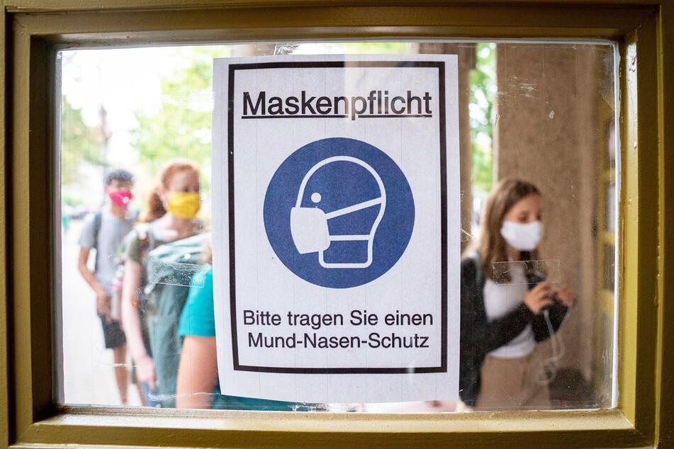 Das Rathaus appelliert an die Dresdner, sich an die Regeln zu halten, um gut durch die Pandemie zu kommen.