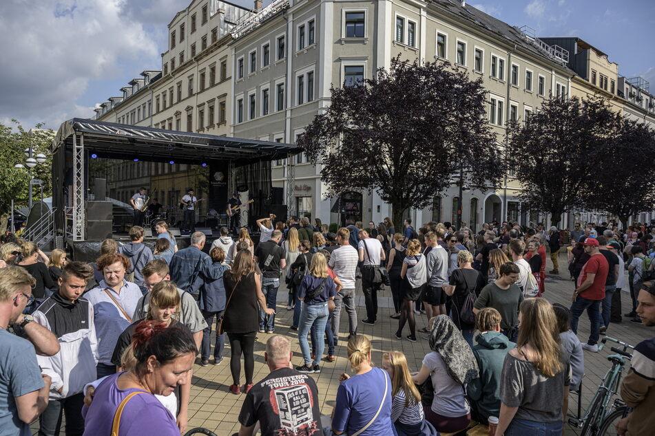"""Feiern unterm blauen Himmel: Am Samstag steigt das Mini-Festival """"Herbst auf dem Brühl."""""""