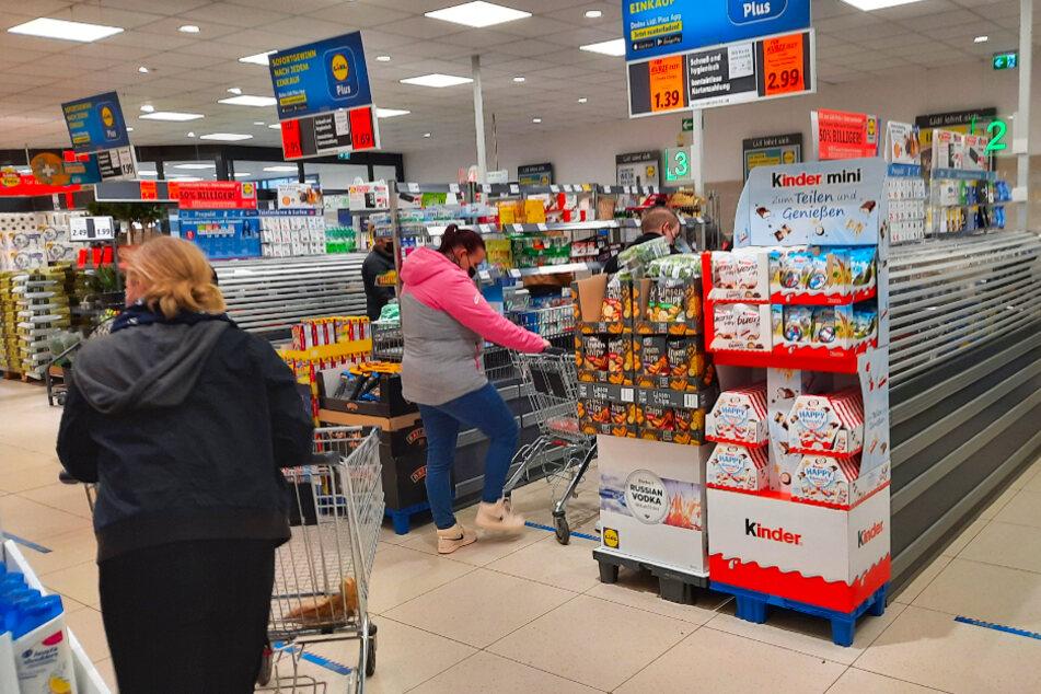 Deshalb stehen Kunden am Montag (19.4.) bei Lidl an der Kasse Schlange