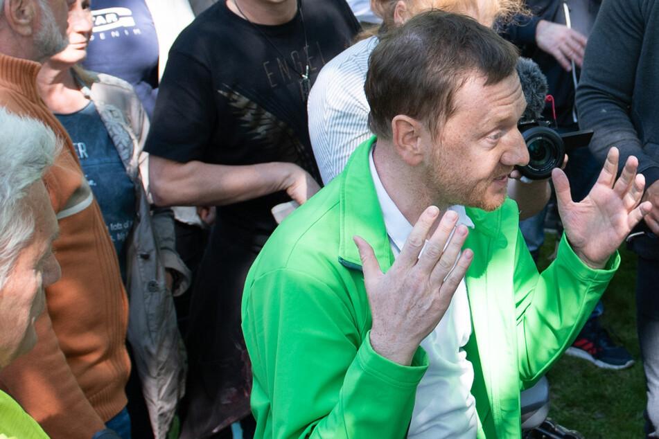 Sachsen-MP Kretschmer ohne Maske bei Demo: Anzeige!